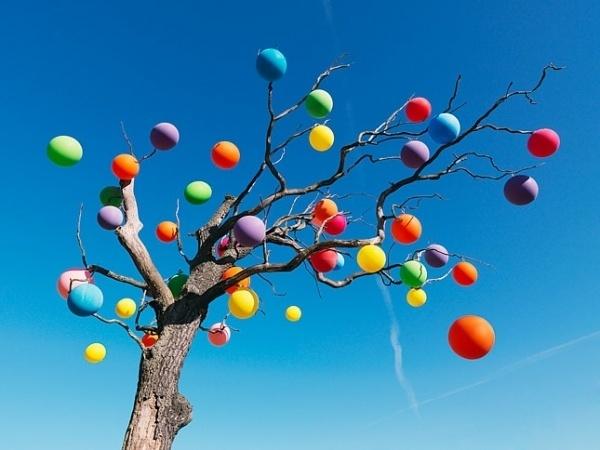 SONY MADE OF IMAGINATION Tree #balloons #tree #sky