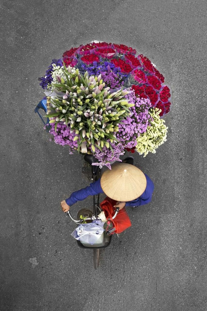The Street Vendors in Hanoi from Above by Loes Heerink