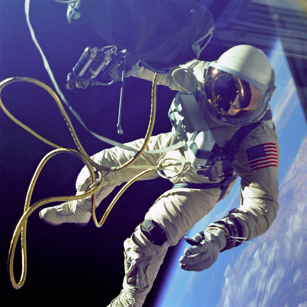 Smithsonian's Spacesuits: Number One On The Runway #first #white #spacewalk #astronaut #nasa #4 #ed #gemini #us #1965
