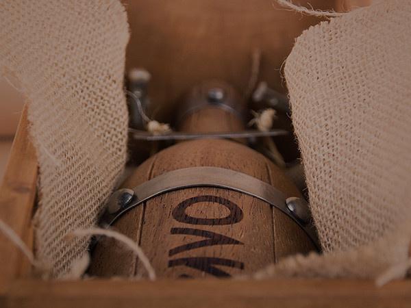OAK wine. By Grantipo & La Despensa #packaging #oak #wine #diseã±o