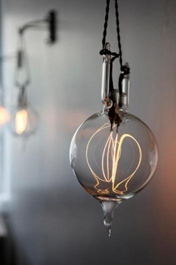 (via Johan Francoise) - The Black Workshop #bulb #photography #light