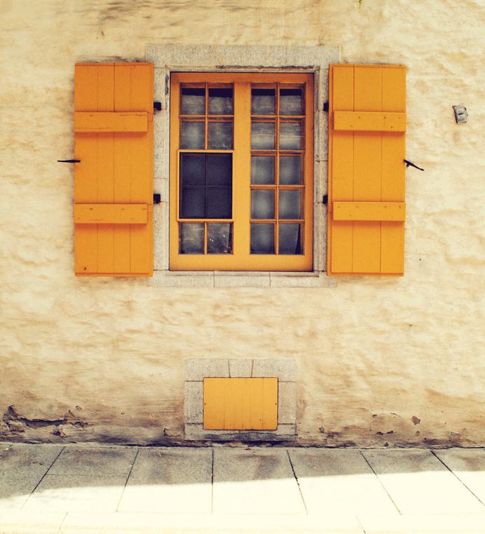 Au Quebec #quebeccity #window #vintage #photography#street #urban #canada