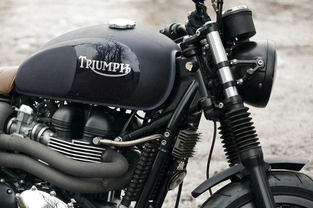 A custom Triumph Bonneville T100 built by the English workshop Spirit Of The 70s. #motorcycle #triumph