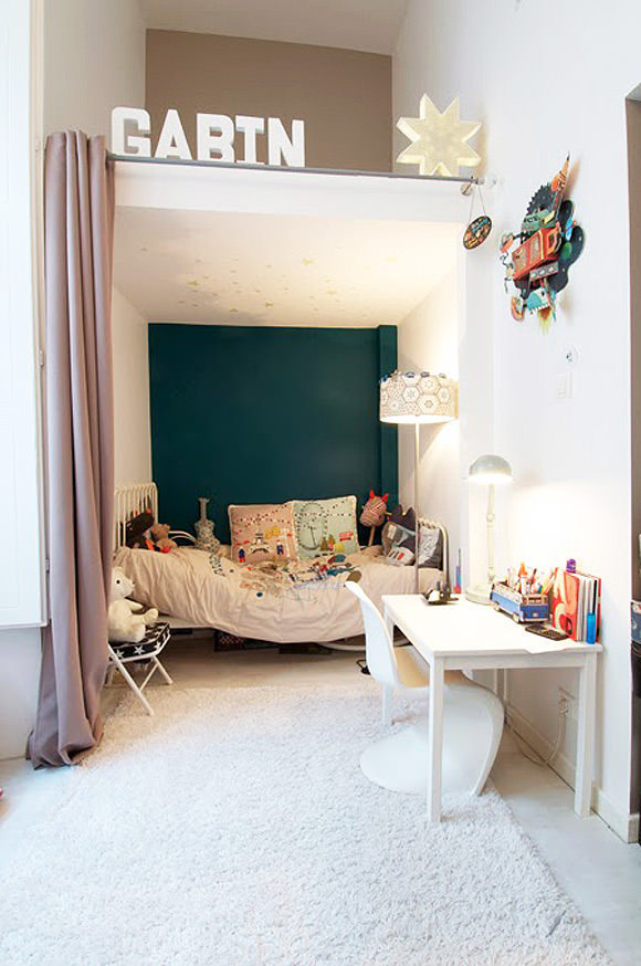 If you don't want to invest in custom bunk beds, just add some curtains to a nook and let your little ones have their own private suite. #interior #design #decor #deco #decoration