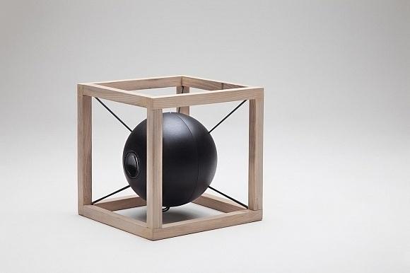 Designed by Juan Soriano Blanco and Giorgio Bonaguro, the Vitruvio speakers exhibit simple geometry evocative of Leonardo Da Vinci's drawi #speaker #design #home #italian #system #sound #industrial #desk #accessory #table #italy