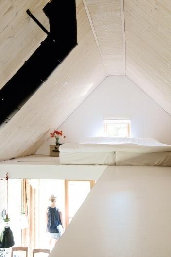tumblr_lxteupbbXj1qzsksbo1_1280.jpg (708×1064) #loft #white #bed #girl