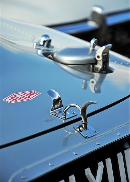 T H R T B R K R S #photography #jaguar #car