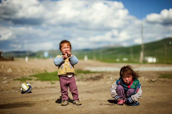 Red Hero 3: Paul Cox Captures Life In Mongolia's Impoverished Suburbs