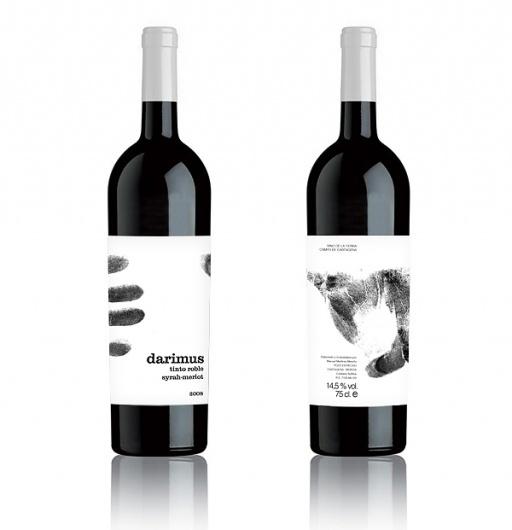 Darimus Tinto Roble | Sublima Comunicación #murcia #sublima #bottle #packaging #label #wine #fingerprint #hand #darimus