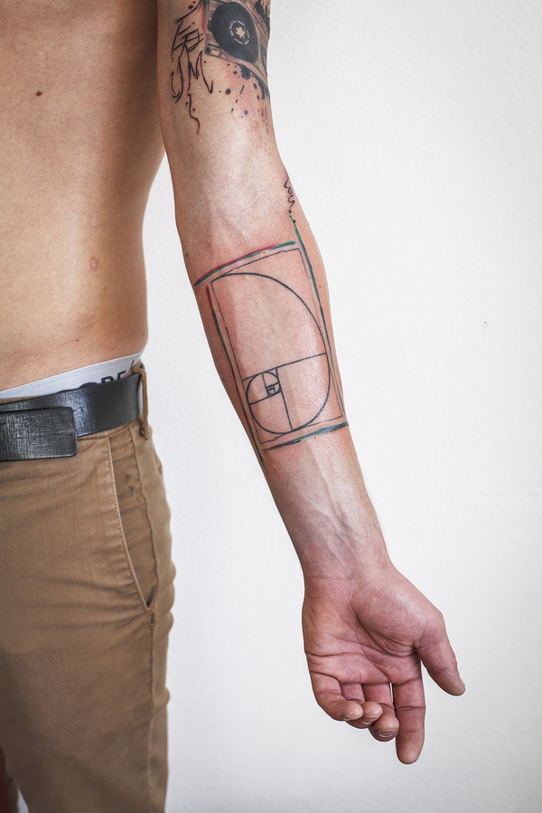 My cousins new tattoo. lookin good. Golden spiral.nhttp://fandhm.tumblr.com/ #mean #ratio #fibonacci #tattoo #golden #section
