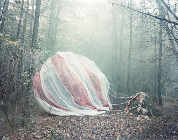 Nicola Yeoman #amazing #fog #photo #fairytale #balloon #forest #light