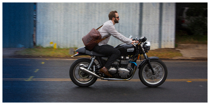 Cambria Leather Carryall Messenger being put to good use on the motorcycle. #messenger #cambria #leather #bag #motorcycle