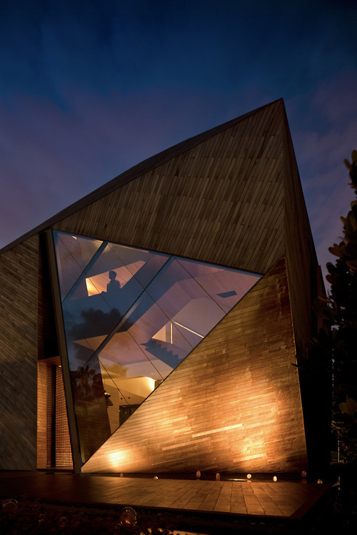 CJWHO ™ (Diamond House by Alan Tay of Formwerkz Architects,...) #tay #diamond #design #wood #architecture #alan #formwerkz #luxury