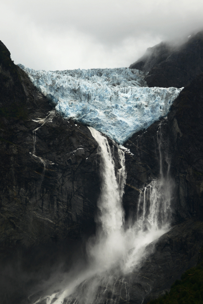 Ventisquero Colgante Queulat   Flickr - Photo Sharing! #melt #mountain #water #gorge #cold #glacier #cliff #photography #ice #waterfall #valley