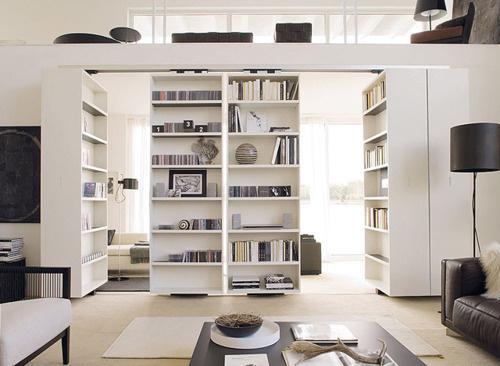 minimalistisch. #interior #white #hidden #books #home #light #bookshelf