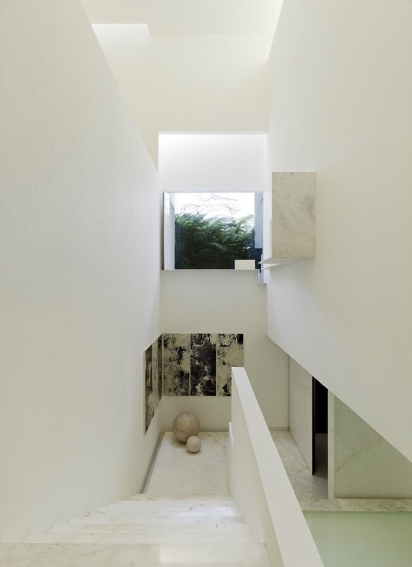 White residence stairs #architecture #interior #residence #futuristic interior #futuristic residence #futuristic architecture