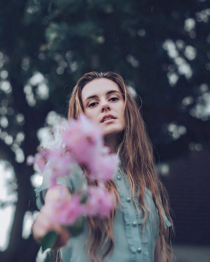 Gorgeous Lifestyle Portrait Photography by Benjamin Szentpaly