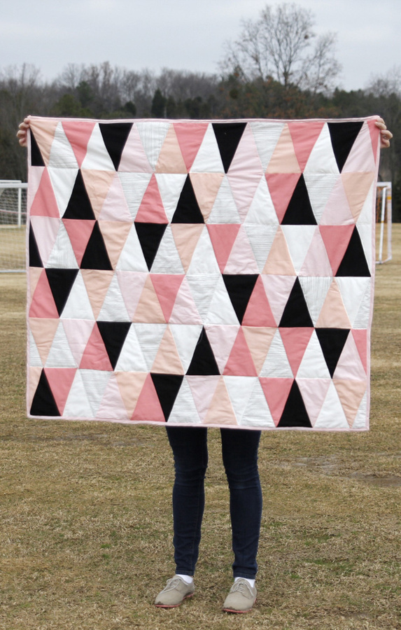 see kate sew: modern ombre + b/w triangle quilt tutorial + pattern #quilt #blanket #child #tutorial #triangles #diy #baby