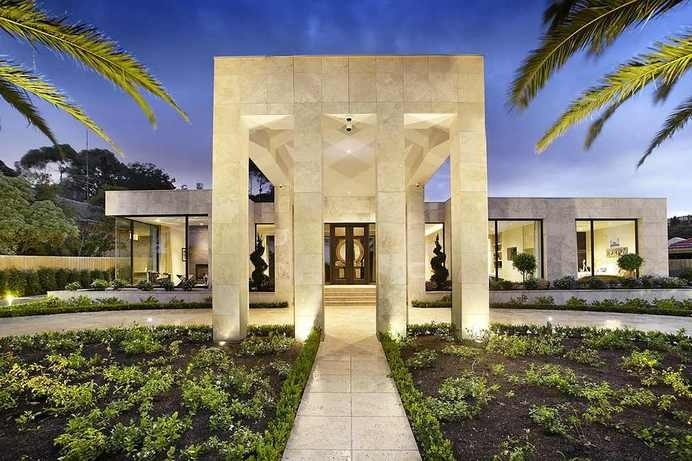 Luxurious Residence in Melbourne Displaying a Cohesive Modern Design #design #architecture #luxury #modern