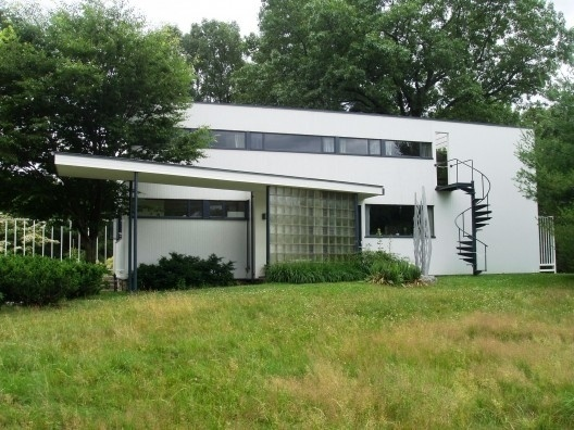 AD Classics: Gropius House / Walter Gropius | ArchDaily #lincoln #residential #boston #classics #massachusetts #architecture #ad #houses