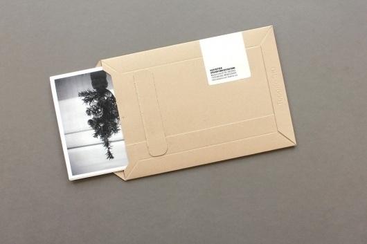 2412 – Die Weihnachts-Zahlen-Gazette | ALEX KETZER #packaging #german #black #typography