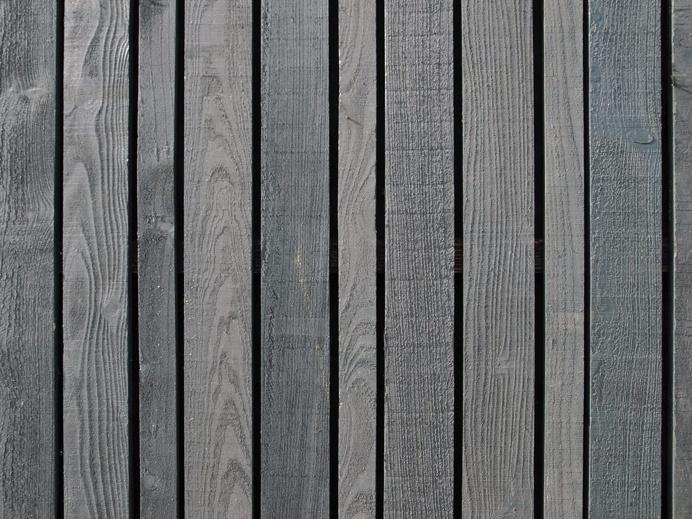 Black stained vertical boards. Erf Overmeen by Happel Cornellisse Verhoeven. #woodensiding #wood #verticalboardsiding