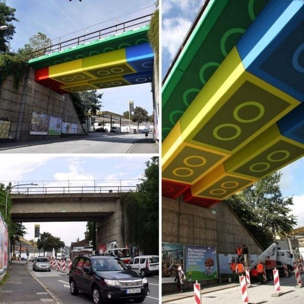 Puente Lego en Alemania por el artista MEGX #bridge #lego