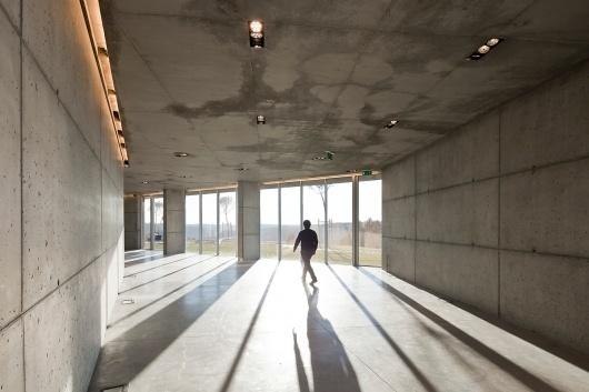 Carvalho Araújo | De Lemos #silgueiros #house #guest #arajo #de #architecture #passos #showroom #carvalho