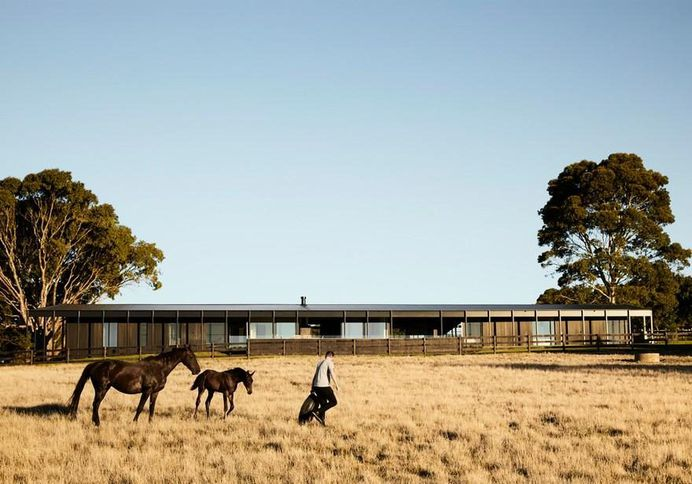 Red Hill Farm House by Carr and Jackson Clements Burrows