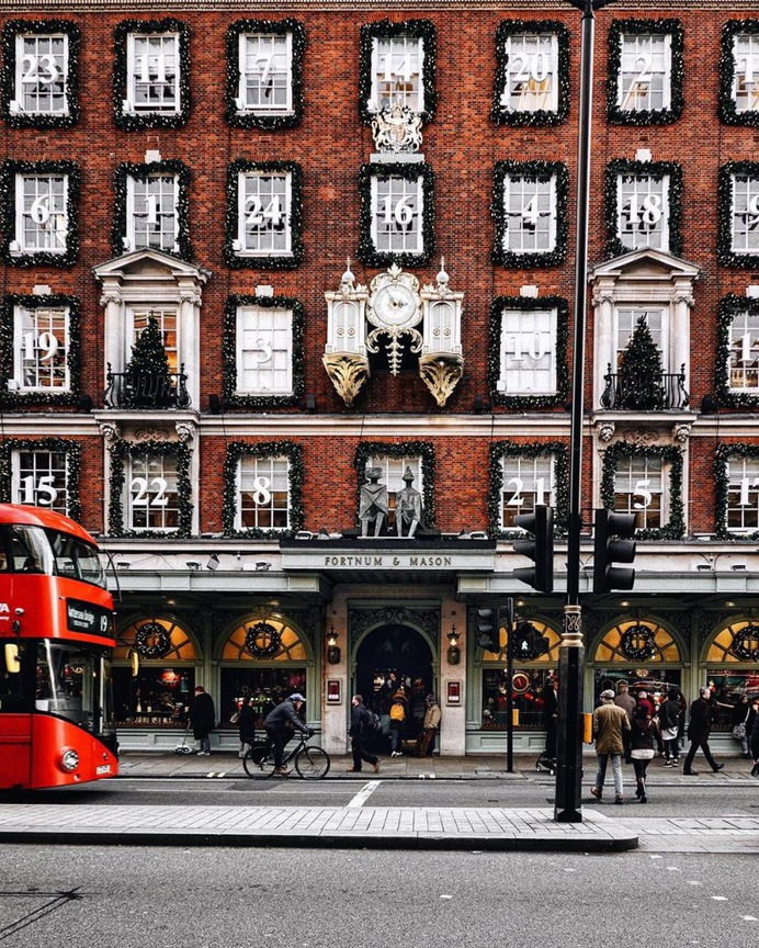 Stunning Street Photography in London by Alex Zouaghi