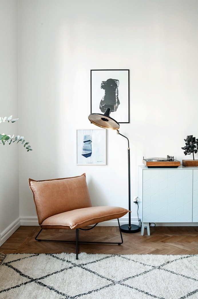 Living room with mid-century pieces. Roslagsgatan 41, 3 Tr. Photo by Anna Malmberg. #apartment #annamalmberg #fantasticfrank #interiordesign