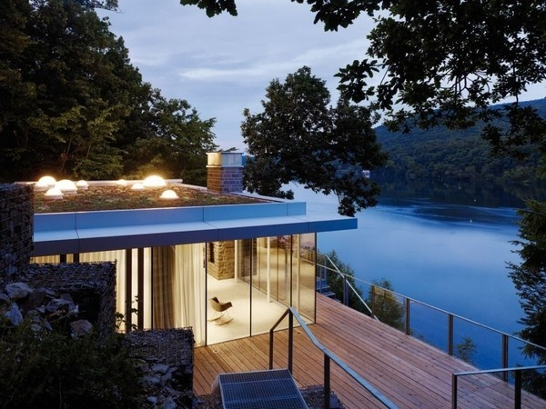 Panoramic Views Over the Lake and Openness: Lake House in Germany #germany #architecture #house #modern