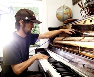 Google Image Result for http://www.nst.lisalouuu.com/wp-content/uploads/2010/08/dosh.jpg #helvetica #martin #soundtrack #dosh