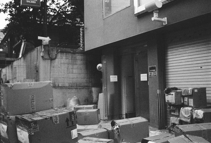 Hide and Seek; Seoul, Korea. ©kyū saŋ lee