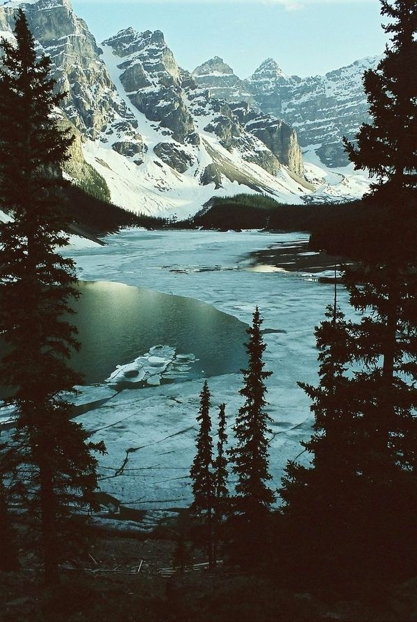 Moraine Lake, Canada #lake #canada #mountains #moraine