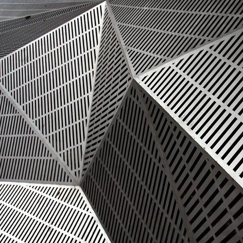 tumblr_lc4tpu4bkT1qztrv0o1_500.jpg (JPEG Image, 500x500 pixels) #steel #form #architecture #pattern