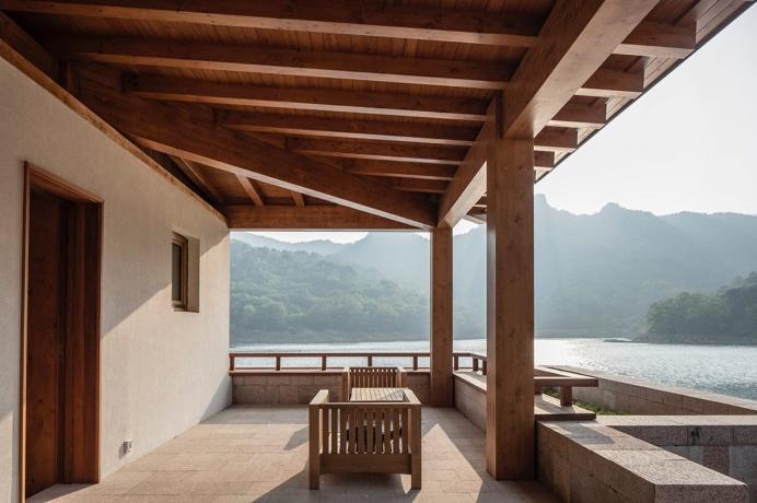 Veranda overlooking lake. Shidao Resort by Duoxiang Studio. #veranda #asian #beam