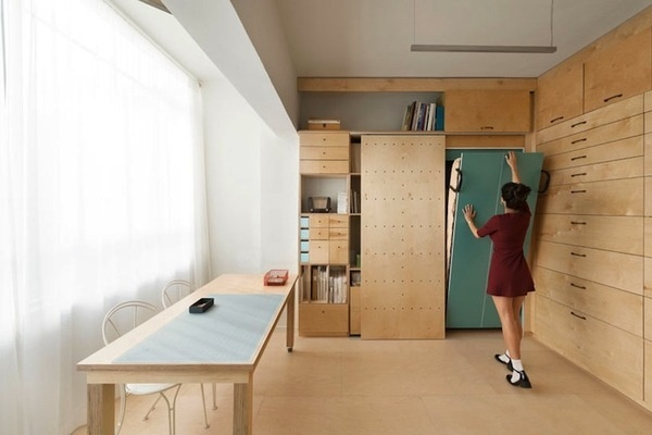 Airy Artist Studio Feels Larger Than Only 18 Square Meters #spaces #design #compact #architecture #studio