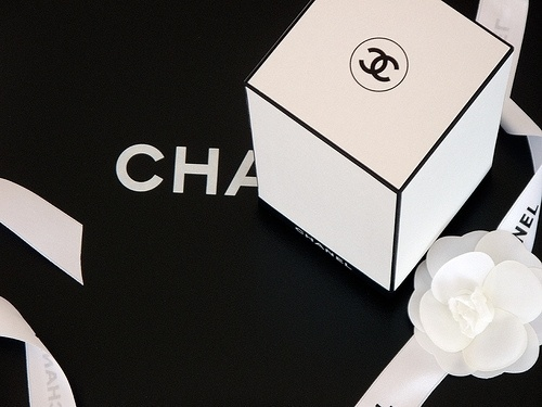 QBN - POTD Fashion Packaging #packaging #chanel
