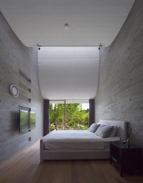 Curving roofline enhances acoustics inside house by NKS Architects
