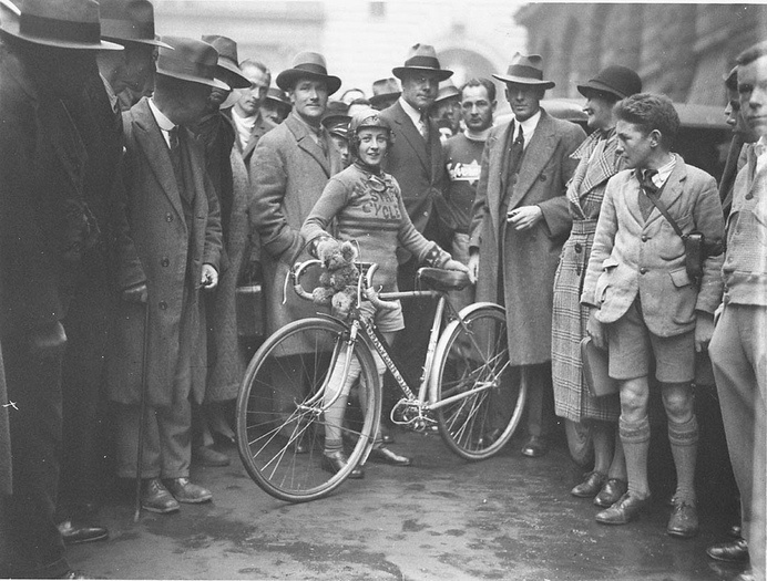 Billie Samuels leaving to ride to Melbourne on a Malvern Star bicycle, 4 July 1934, by Sam Hood | Flickr - Photo Sharing! #white #koala #bicycle #of #samuel #july #black #4th #bike #and #billie