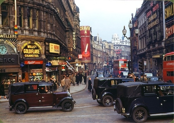 Shaftesbury Avenue from Piccadilly Circus, London (1949) #london #city #circus #photography #piccadilly #vintage #40s #street
