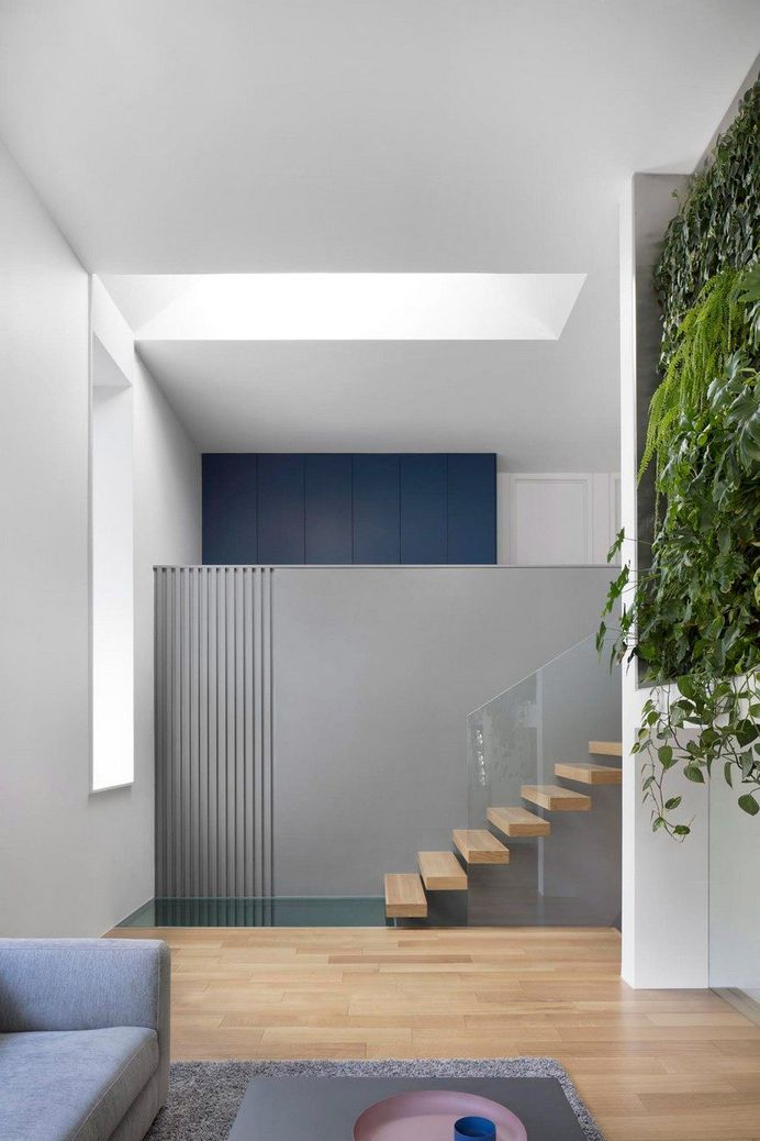 Minimalist Mid-Century House With Plant-Covered Wall 4