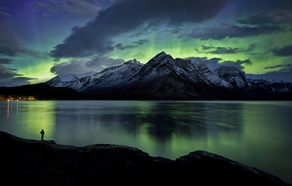 Beautiful Photographs Taken in Banff National Park by Photographer Paul Zizka #creative #banff #park #night #photography #mountains #national