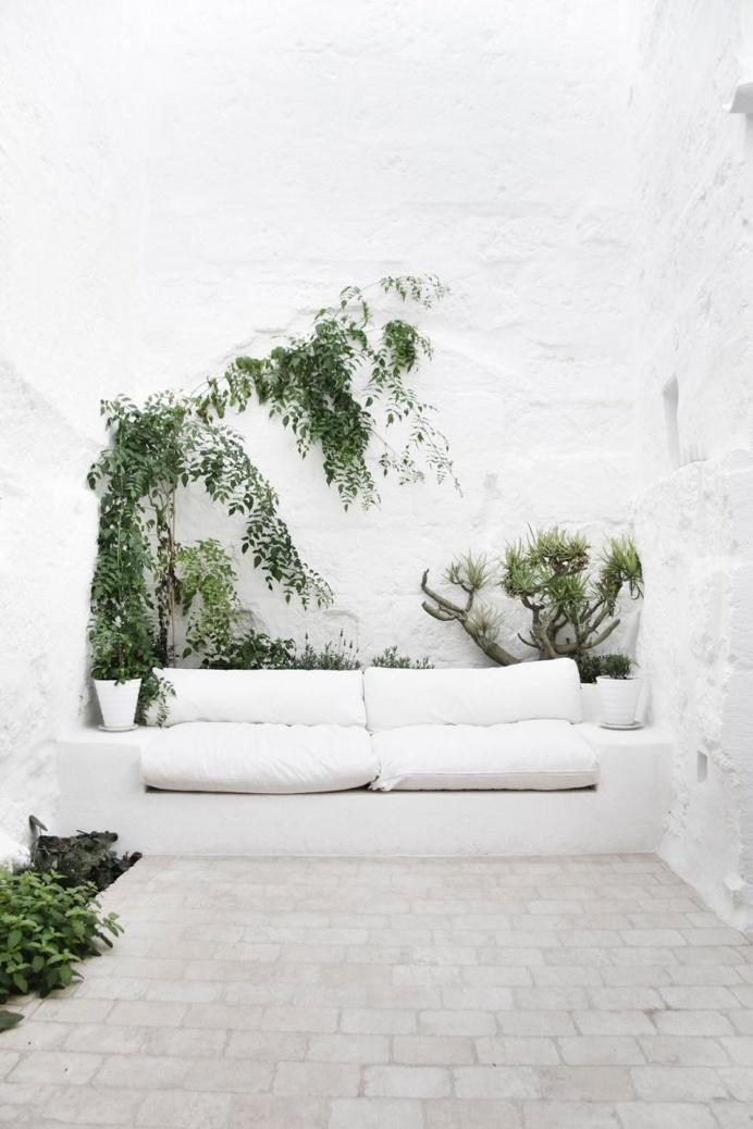 White Mediterranean garden. Ca Marichín by Marina Senabre Roca. #garden #mediterranean