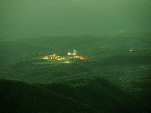 c70c25ee-9069-4115-ae2a-2978c181dca8--00000--trevor_paglen _09.jpg (JPEG Image, 720x540 pixels) #antenna #mountain #paglen #trevor #photography #forest