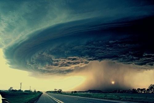 tumblr_llrw5xC9L11qztkkto1_500.jpg (500×333) #sun #tromb #storm