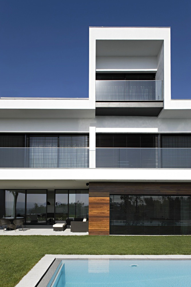 Bernardes Arquitetura: Peninsula House   Sgustok Design