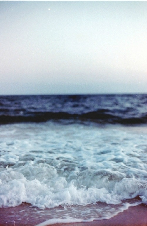 habanerocollective:Lulling Lapping #photography #shore #blue #tide #beach #waves