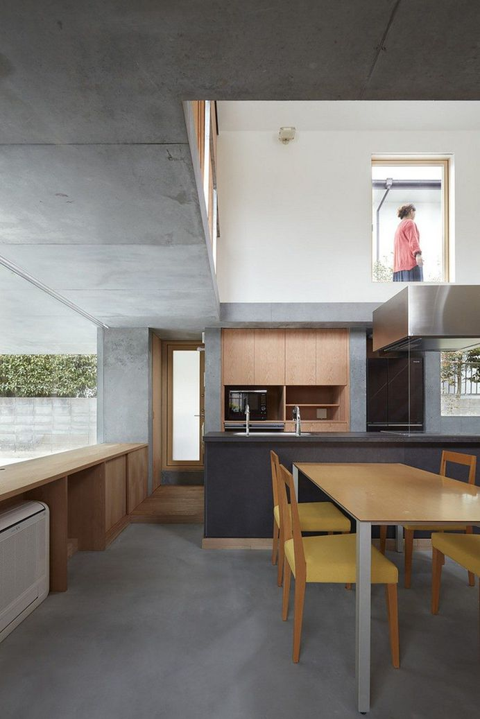 Floating Terrace House by Tomohiro Hata Architect and Associates 7